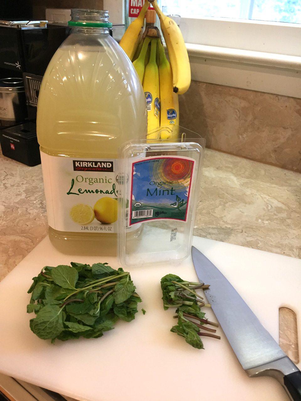 making mint lemonade household tip